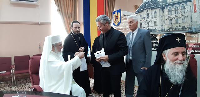 12478 - Φωτογραφίες από τα εγκαίνια της έκθεσης της Αγιορειτικής Εστίας στη Ρουμανία - Φωτογραφία 3