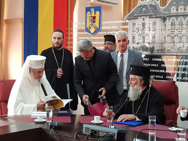 12478 - Φωτογραφίες από τα εγκαίνια της έκθεσης της Αγιορειτικής Εστίας στη Ρουμανία - Φωτογραφία 8