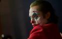 Επί 8 λεπτά χειροκροτούσαν όρθιοι το Joker στη Βενετία – Τι έγραψαν οι κριτικοί - Φωτογραφία 2