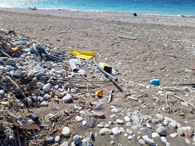 Εικόνες ντροπής και εγκατάλειψης με σκουπίδια στο νησί μας - φώτος - Φωτογραφία 5
