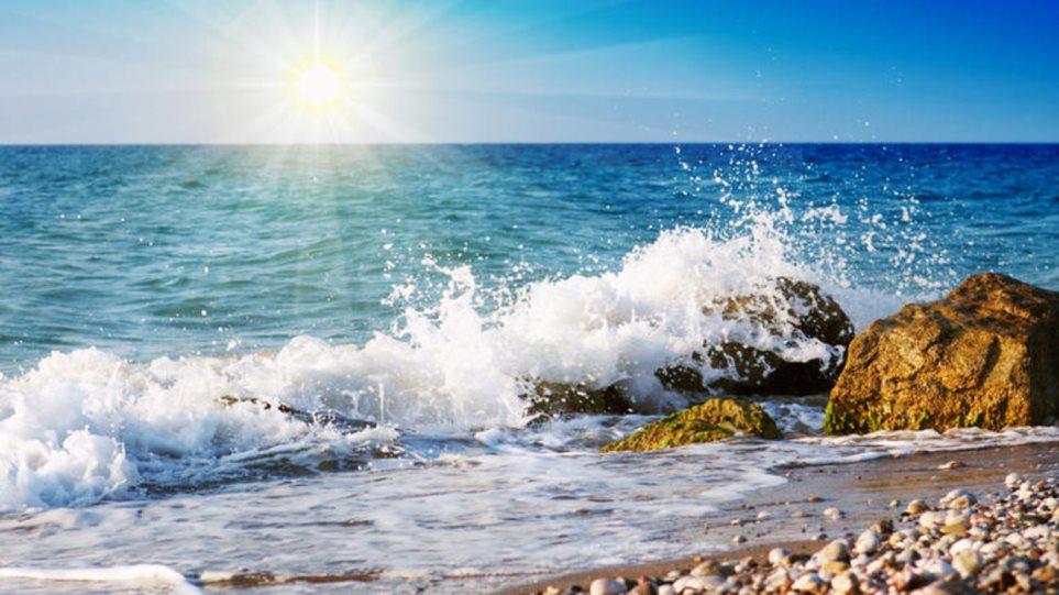 Τα μελτέμια «κρύωσαν» τις θάλασσες στο Αιγαίο - Φωτογραφία 1
