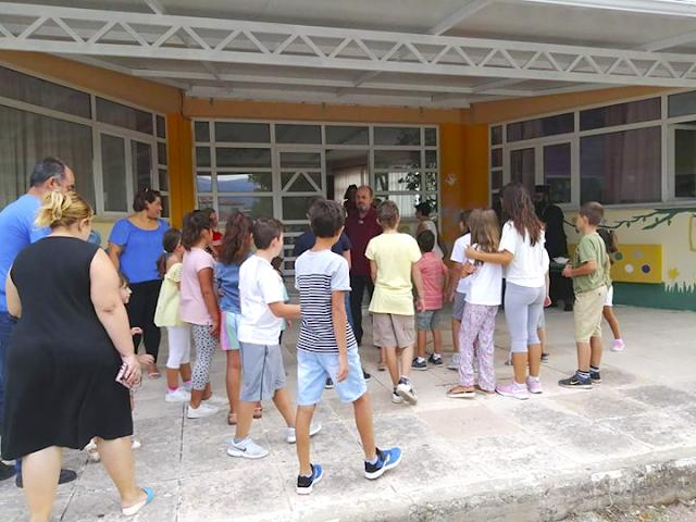 Aγιασμός στο Δημοτικό Σχολείο ΠΑΛΙΑΜΠΕΛΩΝ για τη νέα σχολική χρονιά [ΦΩΤΟ] - Φωτογραφία 2