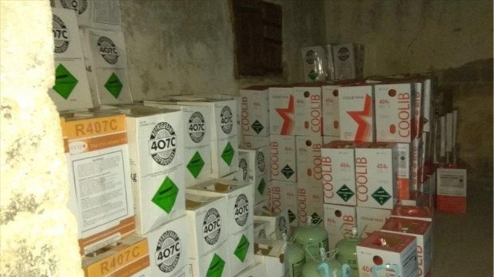 Το ΣΔΟΕ εντόπισε 23 τόνους απαγορευμένου φρέον στο Αιγάλεω! - Φωτογραφία 1
