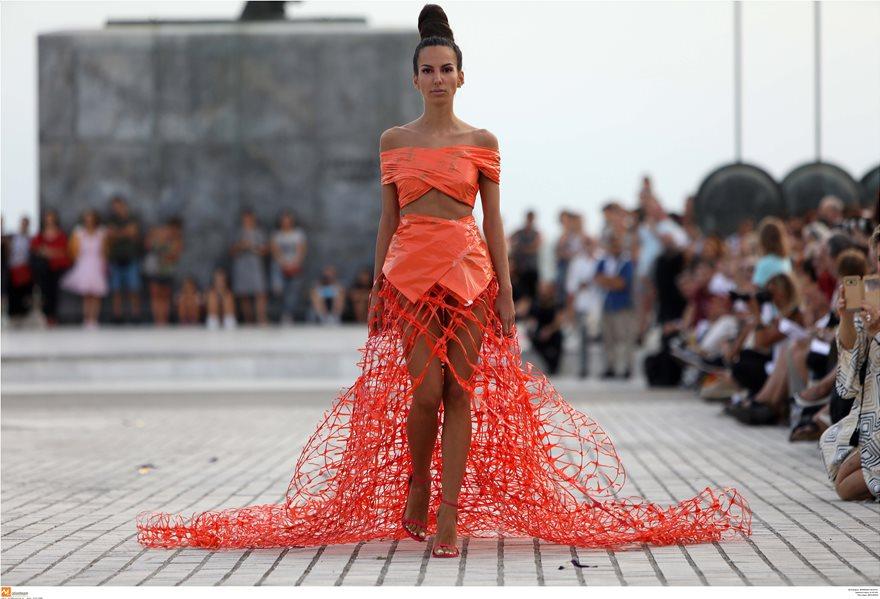 Επίδειξη μόδας με ρούχα από ανακυκλώσιμα υλικά στη Θεσσαλονίκη - Φωτογραφία 4