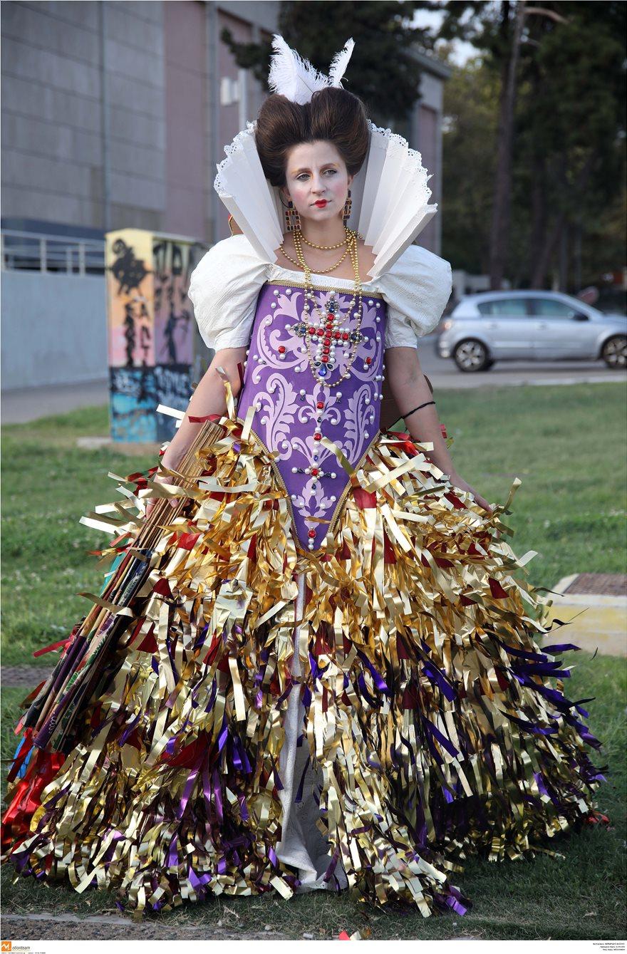 Επίδειξη μόδας με ρούχα από ανακυκλώσιμα υλικά στη Θεσσαλονίκη - Φωτογραφία 8