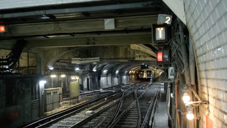 Απεργία στα μέσα μεταφοράς «παραλύει» το Παρίσι - Φωτογραφία 1