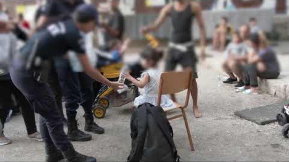 ΕΛΑΣ: Δείτε φωτογραφίες από Πρόσφυγες στην Αχαρνών - Βρήκαν και πιστόλια - Φωτογραφία 1