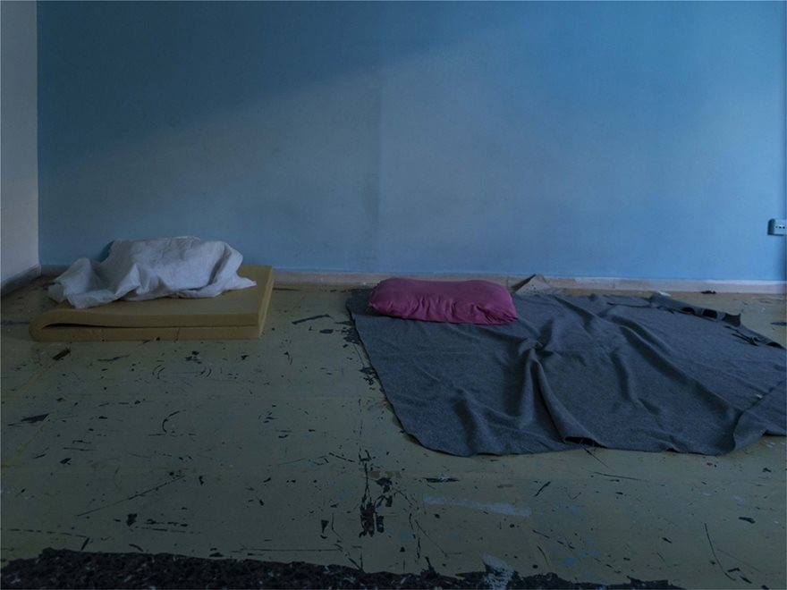 ΕΛΑΣ: Δείτε φωτογραφίες από Πρόσφυγες στην Αχαρνών - Βρήκαν και πιστόλια - Φωτογραφία 3