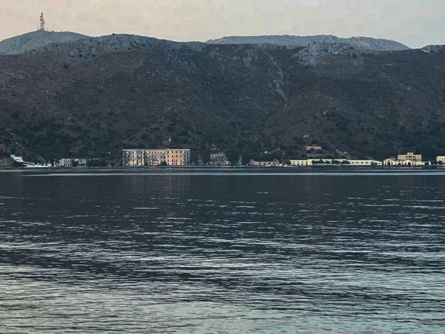 Λέρος: Δείτε τι έκλεψαν από τη βάση του Πολεμικού Ναυτικού - Φωτογραφία 1