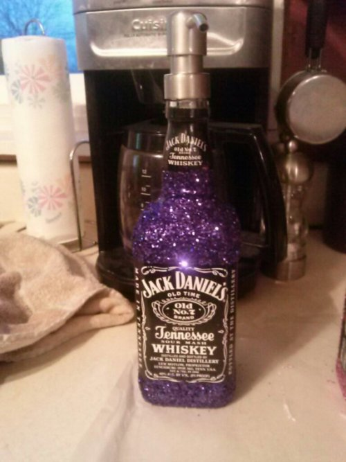 ΚΑΤΑΣΚΕΥΕΣ - Φτιάξε ένα δοχείο για σαπούνι από μπουκάλι Jack Daniel's - Φωτογραφία 1