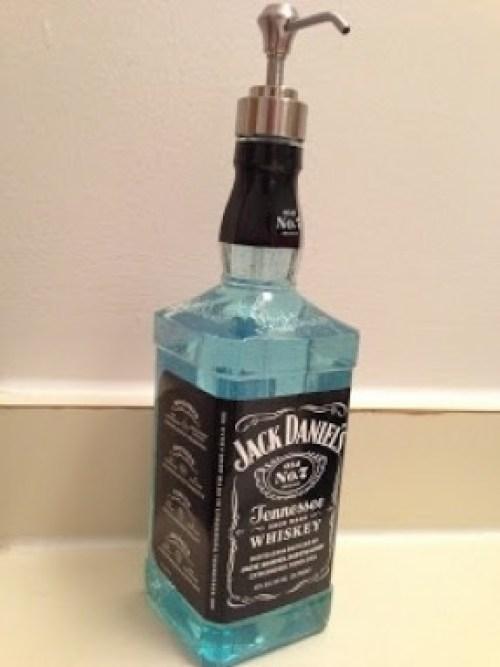 ΚΑΤΑΣΚΕΥΕΣ - Φτιάξε ένα δοχείο για σαπούνι από μπουκάλι Jack Daniel's - Φωτογραφία 3