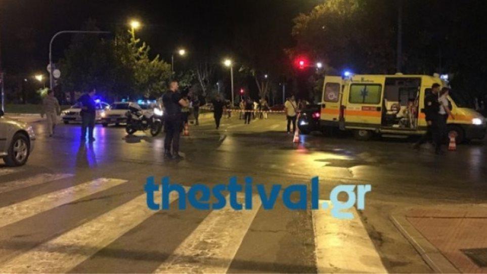 Μετωπική σύγκρουση με δέκα τραυματίες έξω από τη Θεσσαλονίκη - Φωτογραφία 1