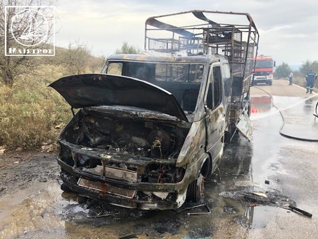 Κάηκε ολοσχερώς φορτηγό με κοτόπουλα στην Αμφιλοχία - [ΦΩΤΟ] - Φωτογραφία 1