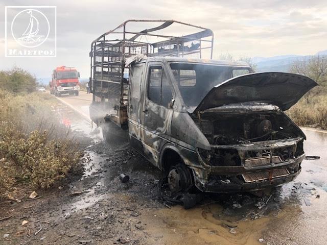 Κάηκε ολοσχερώς φορτηγό με κοτόπουλα στην Αμφιλοχία - [ΦΩΤΟ] - Φωτογραφία 2