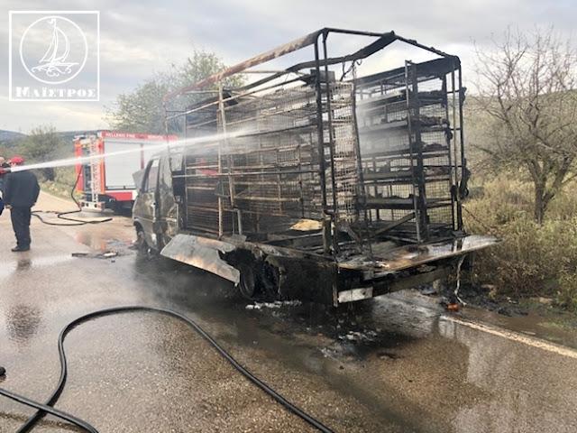 Κάηκε ολοσχερώς φορτηγό με κοτόπουλα στην Αμφιλοχία - [ΦΩΤΟ] - Φωτογραφία 4
