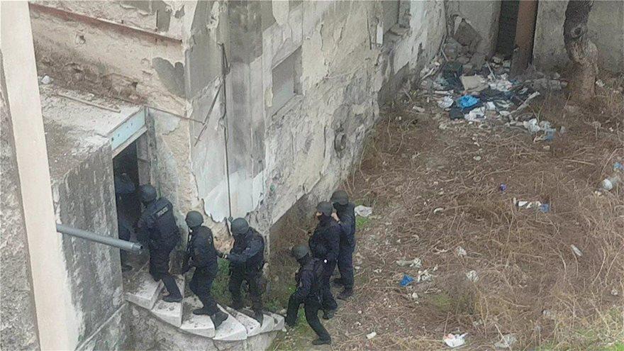 Εξαρθρώθηκε σπείρα που διακινούσε ναρκωτικά όλο το 24ωρο δίπλα στην ΑΣΟΕΕ! - Φωτογραφία 7
