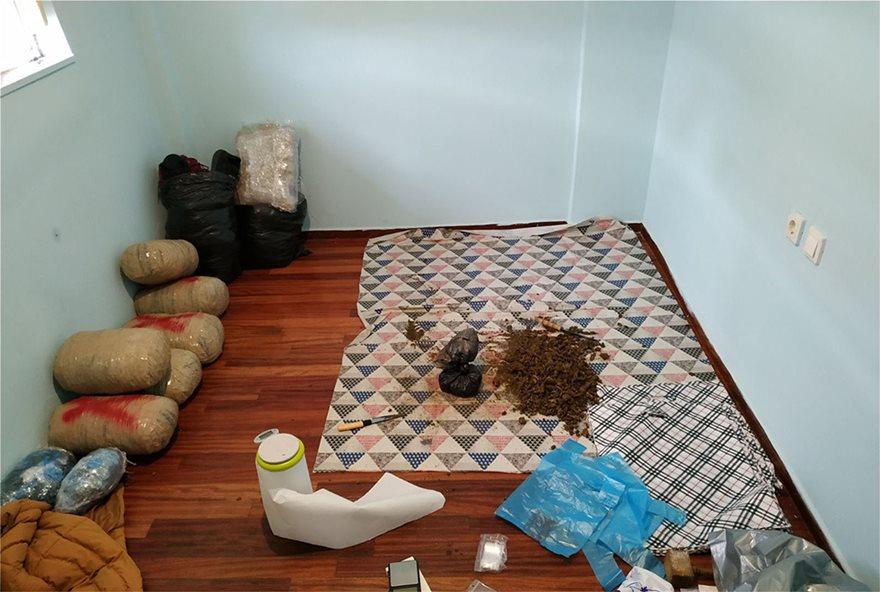 Εξαρθρώθηκε σπείρα που διακινούσε ναρκωτικά όλο το 24ωρο δίπλα στην ΑΣΟΕΕ! - Φωτογραφία 9