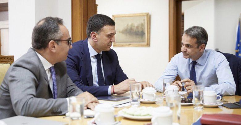 Ο Κ.Μητσοτάκης, ο Βασίλης Κικίλιας και ο Βασίλης Κοντοζαμάνης - Φωτογραφία 1