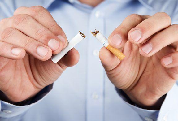 «Πρωταθλητές» σε τσιγάρο και φαγητό οι Έλληνες - Φωτογραφία 1
