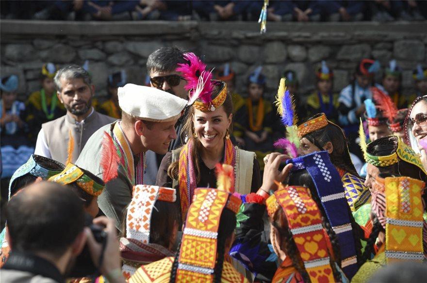 Ουίλιαμ και Κέιτ στο Πακιστάν: Επισκέφθηκαν τη φυλή Καλάς, τους «απογόνους» του Μεγάλου Αλεξάνδρου! - Φωτογραφία 7