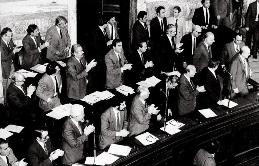 18 Οκτωβρίου 1981: «Το ΠΑΣΟΚ στην κυβέρνηση, ο λαός στην εξουσία» - Φωτογραφία 3