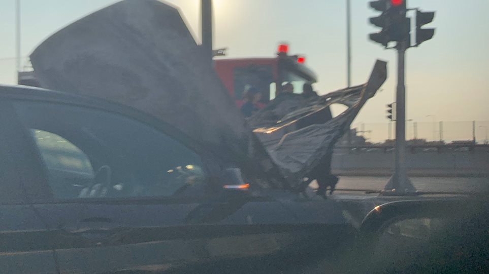 Φωτιά σε αυτοκίνητο στο «δαχτυλίδι» της Κηφισίας - Φωτογραφία 1