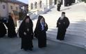 12630 - Φθάνουν οι Ηγούμενοι και Αντιπρόσωποι των Μονών στις Καρυές για την Επίσημη Υποδοχή του Πατριάρχη
