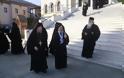 12630 - Φθάνουν οι Ηγούμενοι και Αντιπρόσωποι των Μονών στις Καρυές για την Επίσημη Υποδοχή του Πατριάρχη - Φωτογραφία 12