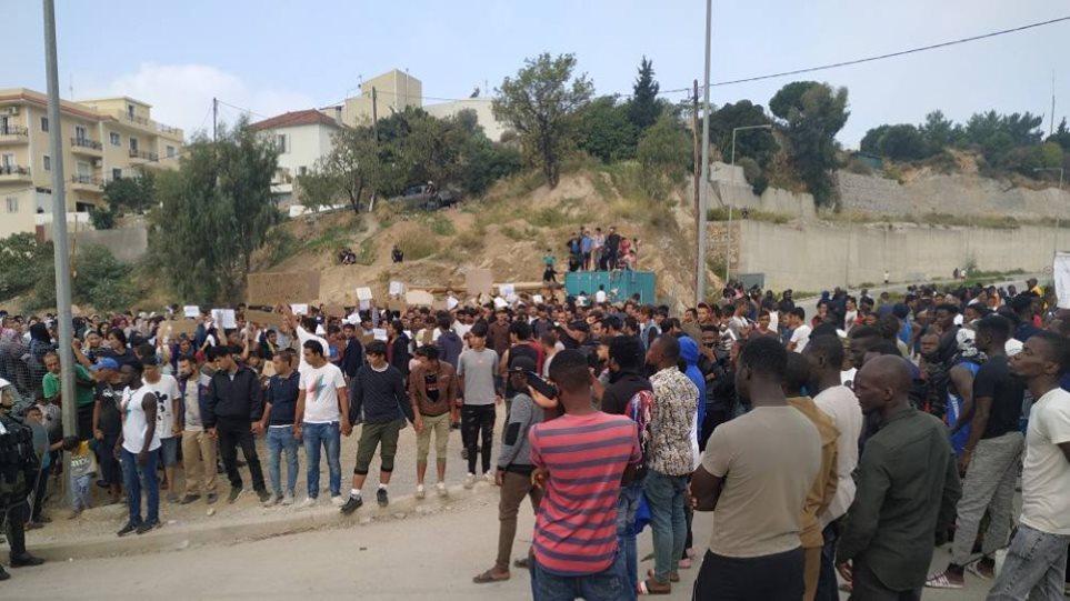 Μεταναστευτικό: Σήμερα φεύγουν 700 από τη Σάμο - «Βράζει» το νησί - Φωτογραφία 1
