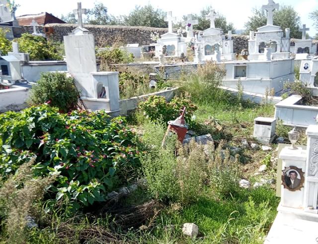 Πνιγμένο στα χόρτα το νεκροταφείο στον ΠΡΟΔΡΟΜΟ Ξηρομέρου - [ΦΩΤΟ] - Φωτογραφία 1