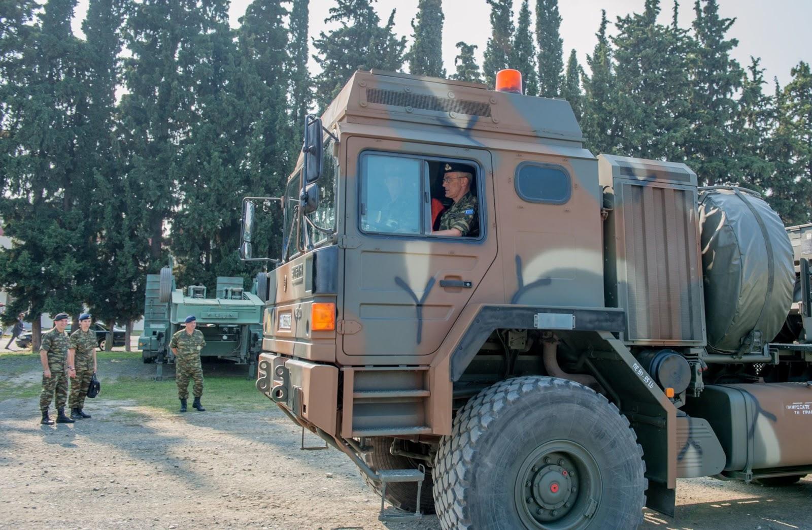Ο Αρχηγός ΓΕΣ οδήγησε αρματοφορέα! (ΦΩΤΟ) - Φωτογραφία 1