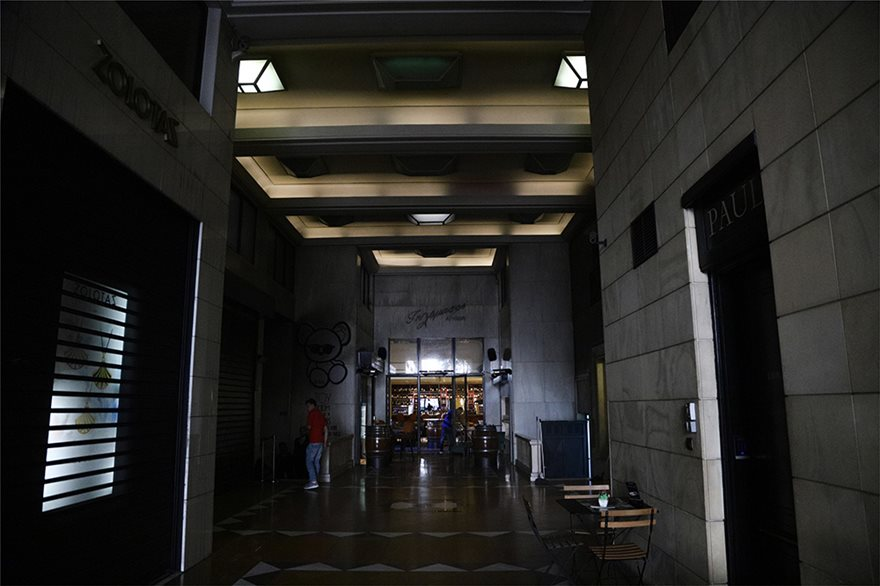 Φωτιά σε κλαμπ στην Πανεπιστημίου με 200 θαμώνες: Από κλειστό γραφείο ξεκίνησε η πυρκαγιά - - Φωτογραφία 2