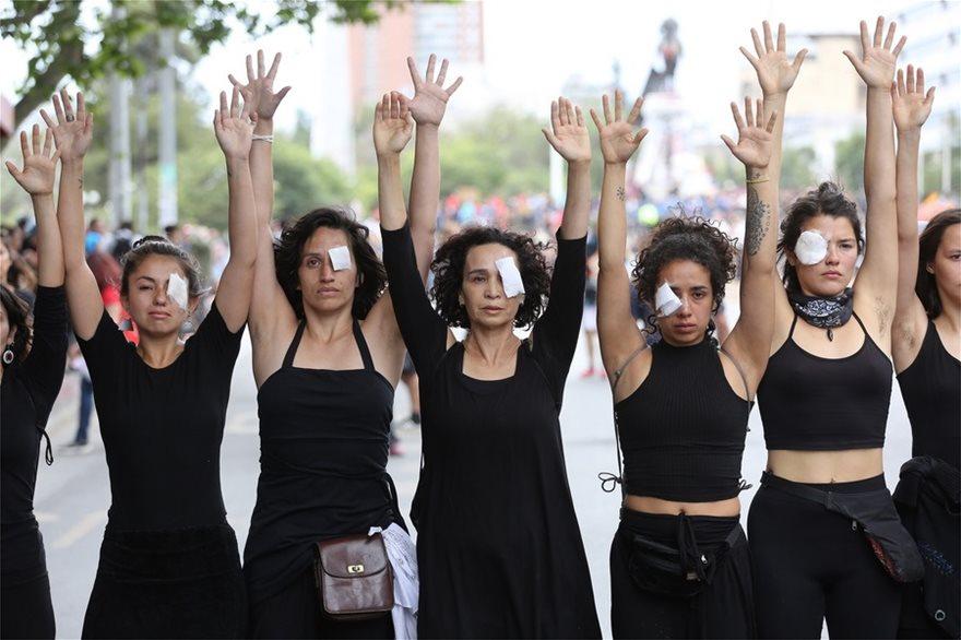 Χιλή: Σιωπηλή διαμαρτυρία γυναικών για τους νεκρούς της κρίσης - Φωτογραφία 3