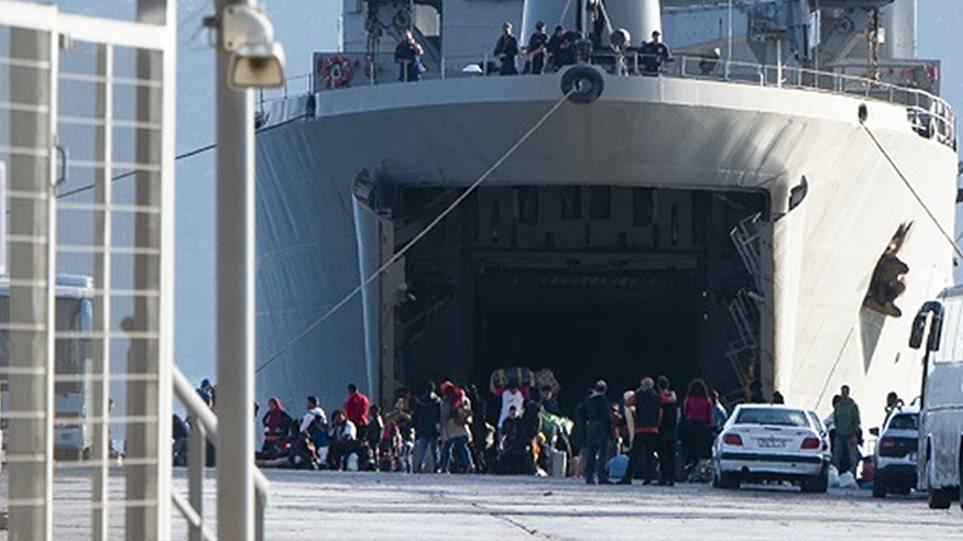 Μεταναστευτικό: Με αρματαγωγό από τη Μόρια στην Ελευσίνα και από εκεί σε ξενοδοχεία 795 αιτούντες άσυλο - Φωτογραφία 1