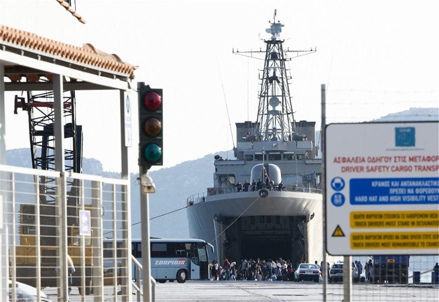 Μεταναστευτικό: Με αρματαγωγό από τη Μόρια στην Ελευσίνα και από εκεί σε ξενοδοχεία 795 αιτούντες άσυλο - Φωτογραφία 3
