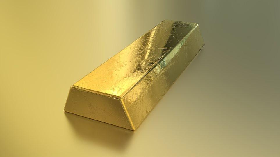 Συνελήφθη με 2 κιλά χρυσού... κρυμμένο στα παπούτσια της! - Φωτογραφία 1
