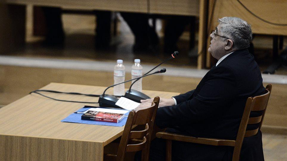 Δίκη Χρυσής Αυγής: Ο Μιχαλολιάκος δηλώνει αθώος και μιλά για πολιτική σκευωρία - Φωτογραφία 1