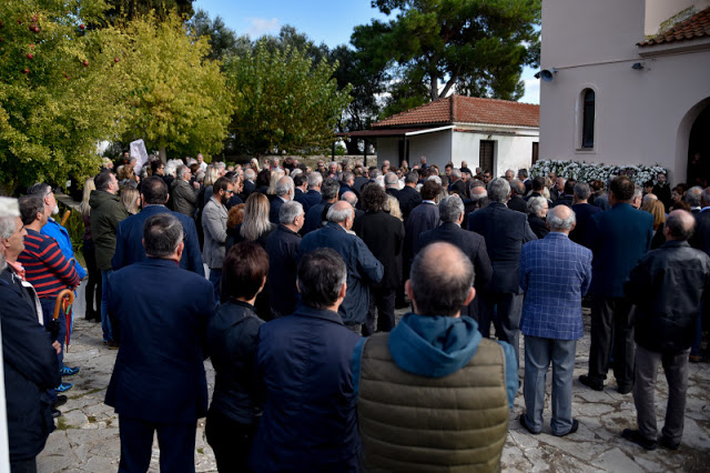 """ΠΡΕΒΕΖΑ: Πλήθος κόσμου στο τελευταίο """"αντίο"""" στον Περικλή Βασιλάκη (ΦΩΤΟ) - Φωτογραφία 1"""
