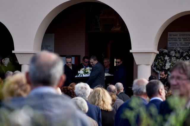"""ΠΡΕΒΕΖΑ: Πλήθος κόσμου στο τελευταίο """"αντίο"""" στον Περικλή Βασιλάκη (ΦΩΤΟ) - Φωτογραφία 2"""