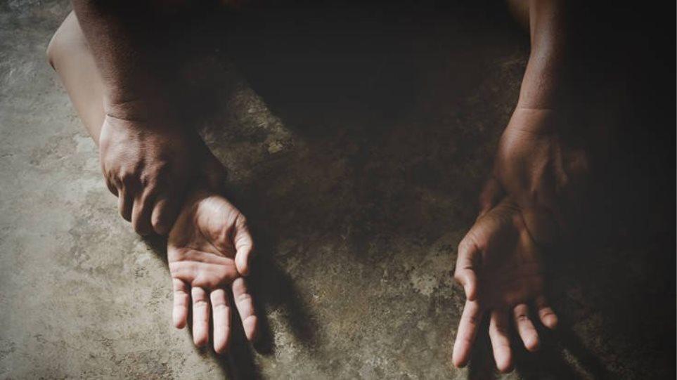 Απήγαγαν και ασέλγησαν σε ανήλικο αγόρι - Το εκβίαζαν με το βίντεο - Φωτογραφία 1