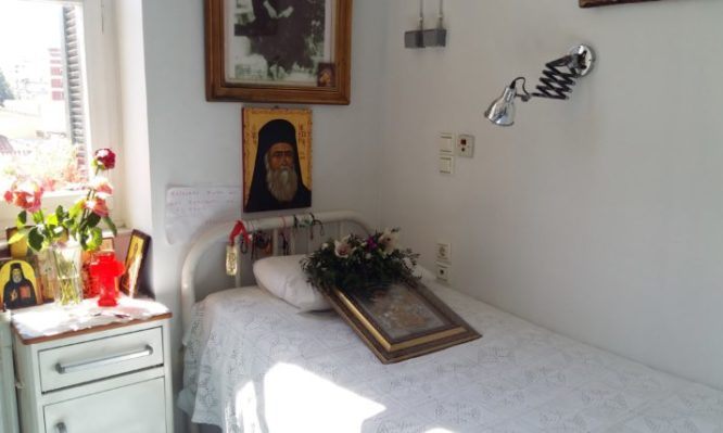 Η κοίμηση και ο ενταφιασμός του Αγίου Νεκταρίου - Φωτογραφία 1