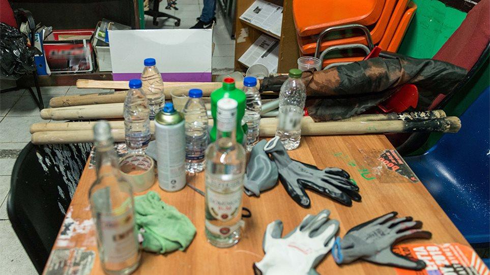 ΑΣΟΕΕ: Βρήκαν «επιχειρησιακό στρατηγείο» στο υπόγειο - Φωτογραφία 1