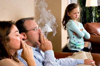 Πρόστιμο σε καπνιστή μέσα σε καφετέρια - Φωτογραφία 1