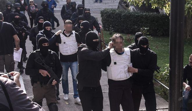 Επαναστατική Αυτοάμυνα: Προφυλακίστηκαν μετ' επεισοδίων οι κατηγορούμενοι - Φωτογραφία 1