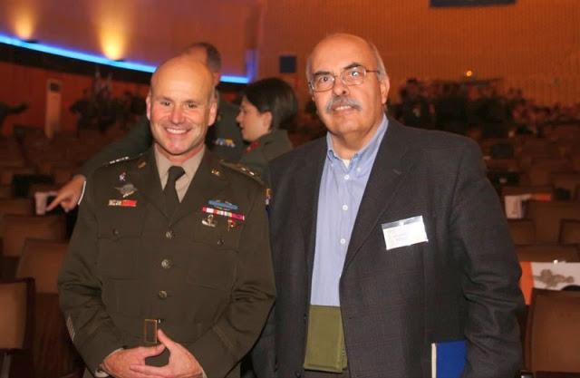 Αμερικανός αντιστράτηγος Cavoli στον Στρατιωτικό Συντάκτη Λεωνίδα Μπλαβέρη: Η παρουσία μας ξεκάθαρο μήνυμα σε κάθε δυνητικό αντίπαλο - Φωτογραφία 1