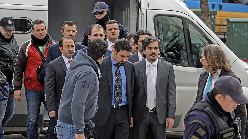 «Επιχείρηση Αστραπή» για τους 8 Τούρκους - Φωτογραφία 1