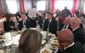 Ένα γεύμα με τον επικεφαλής οικονομικών υπηρεσιών της Apple δημοπρατήθηκε για καλή αιτία