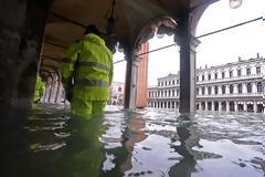 Βενετία: Κλείνει ξανά η ιστορική πλατεία Αγίου Μάρκου - Συνεχίζονται οι ακραίες πλημμύρες
