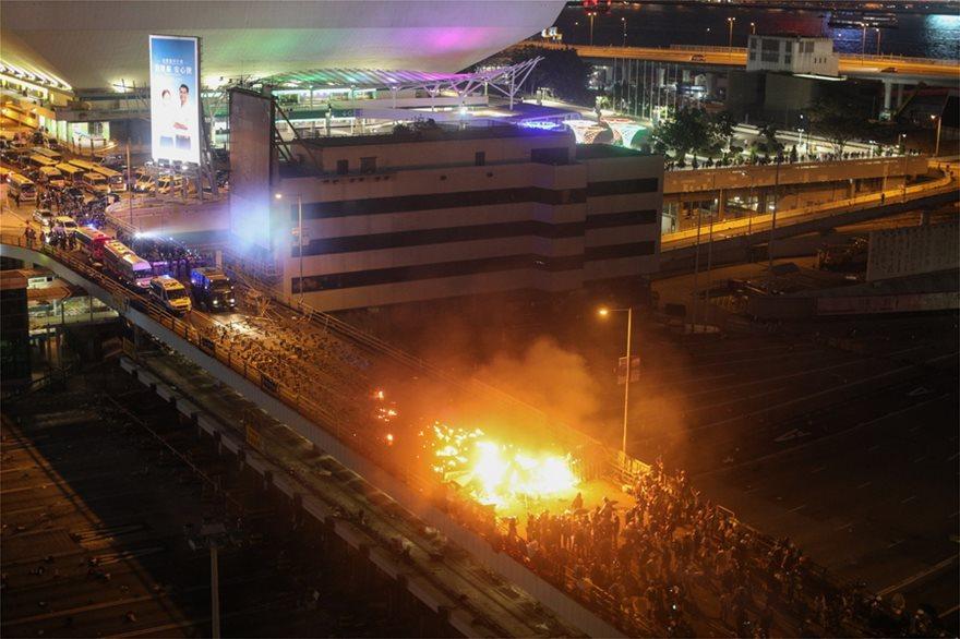 Εκτός ελέγχου η κατάσταση στο Χονγκ Κονγκ: Η αστυνομία απειλεί ότι θα χρησιμοποιήσει σφαίρες! - Φωτογραφία 2