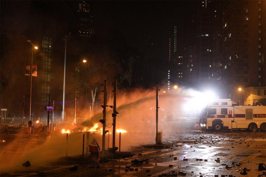 Εκτός ελέγχου η κατάσταση στο Χονγκ Κονγκ: Η αστυνομία απειλεί ότι θα χρησιμοποιήσει σφαίρες! - Φωτογραφία 3